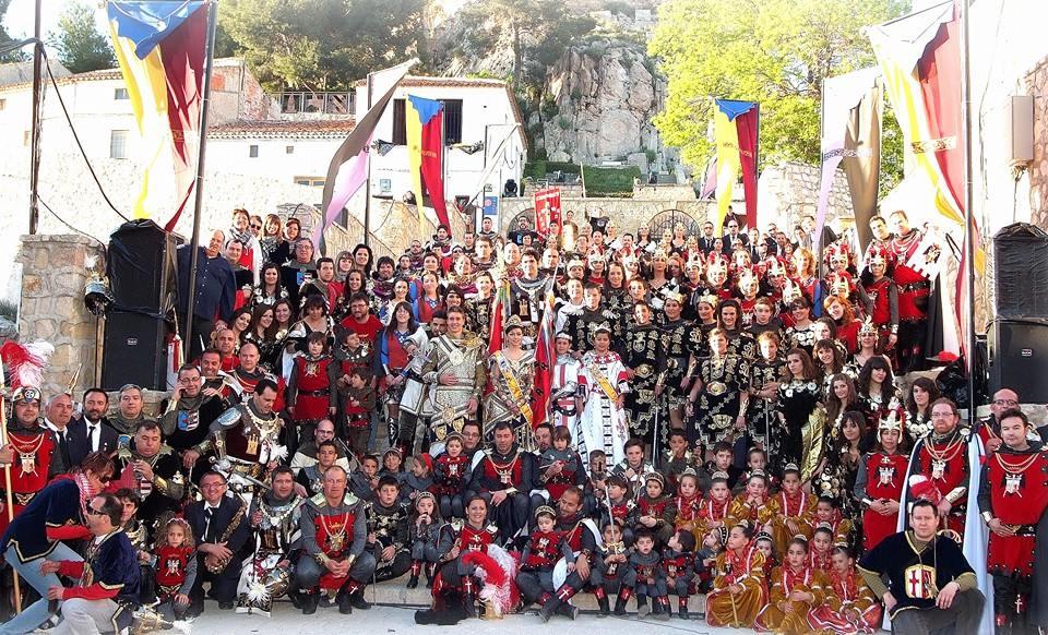 Distinguirás a los Templarios de Almansa por sus casacas rojas | Facebook