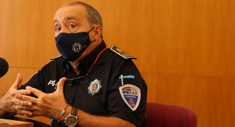 El Intendente Jefe de policía ofrece los Datos del COVID en Almansa