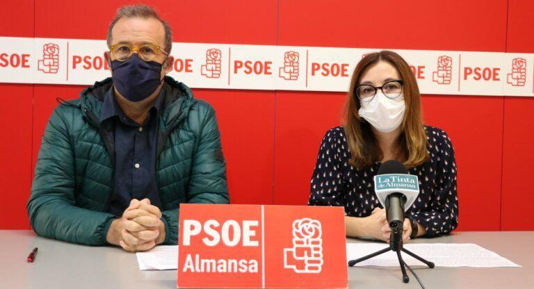 Pablo Sánchez y Salud López PSOE Almansa