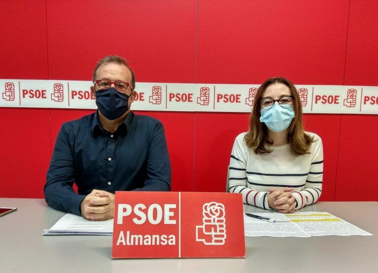 PSOE Almansa Pablo Sánchez y Clara López