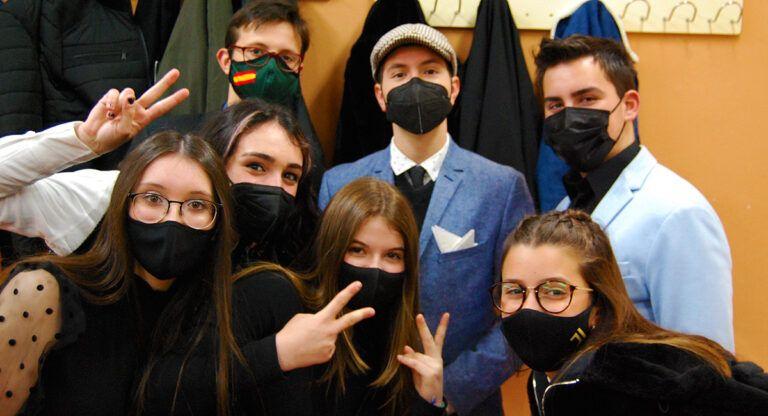 Alumnos de 4º de ESO del IES José Conde celebran la Elegancia
