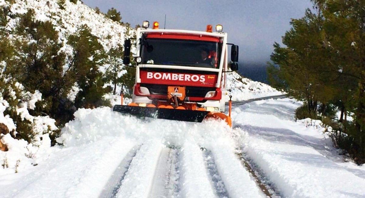 Bomberos en Almansa por la nieve de Filomena