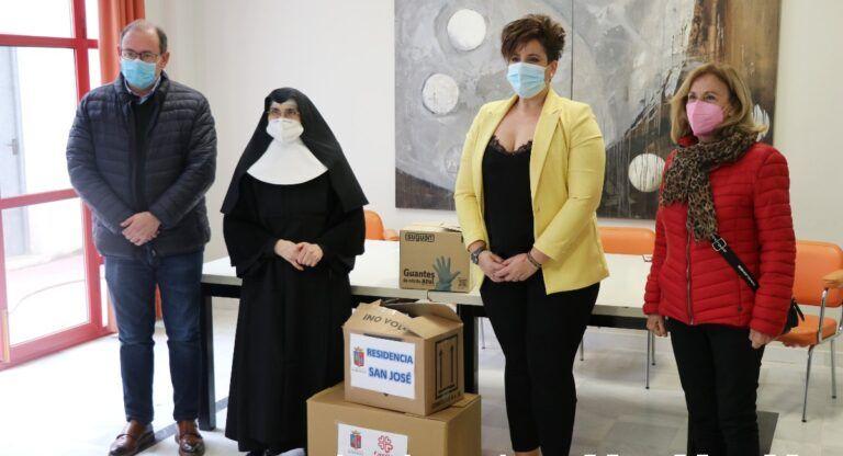 Entrega de material sanitario para la asociaciones de Almansa