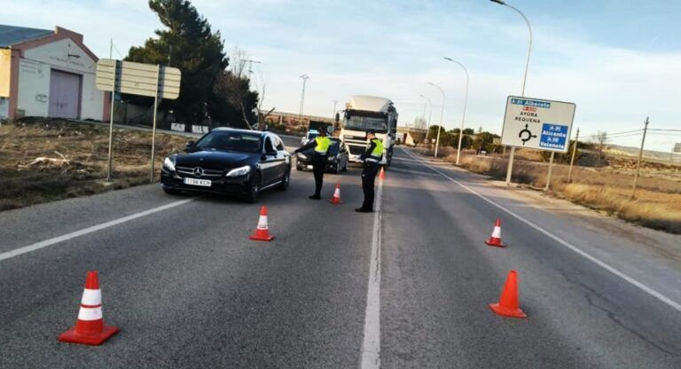 La Policía Local de Almansa controla los accesos y salidas