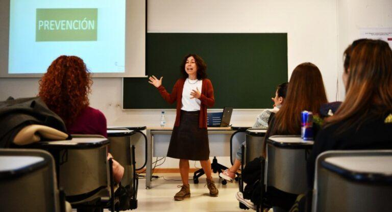 La autora del vídeo viral 'Pepa y Pepe' imparte un curso en Almansa para prevenir el machismo en adolescentes