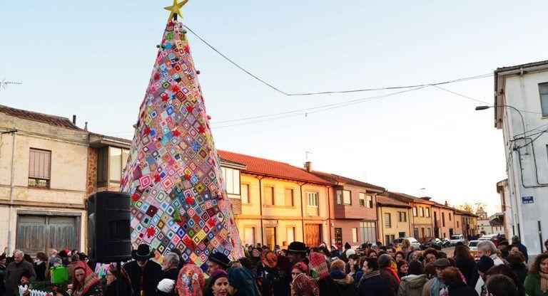 Un árbol de Navidad de ganchillo en Almansa