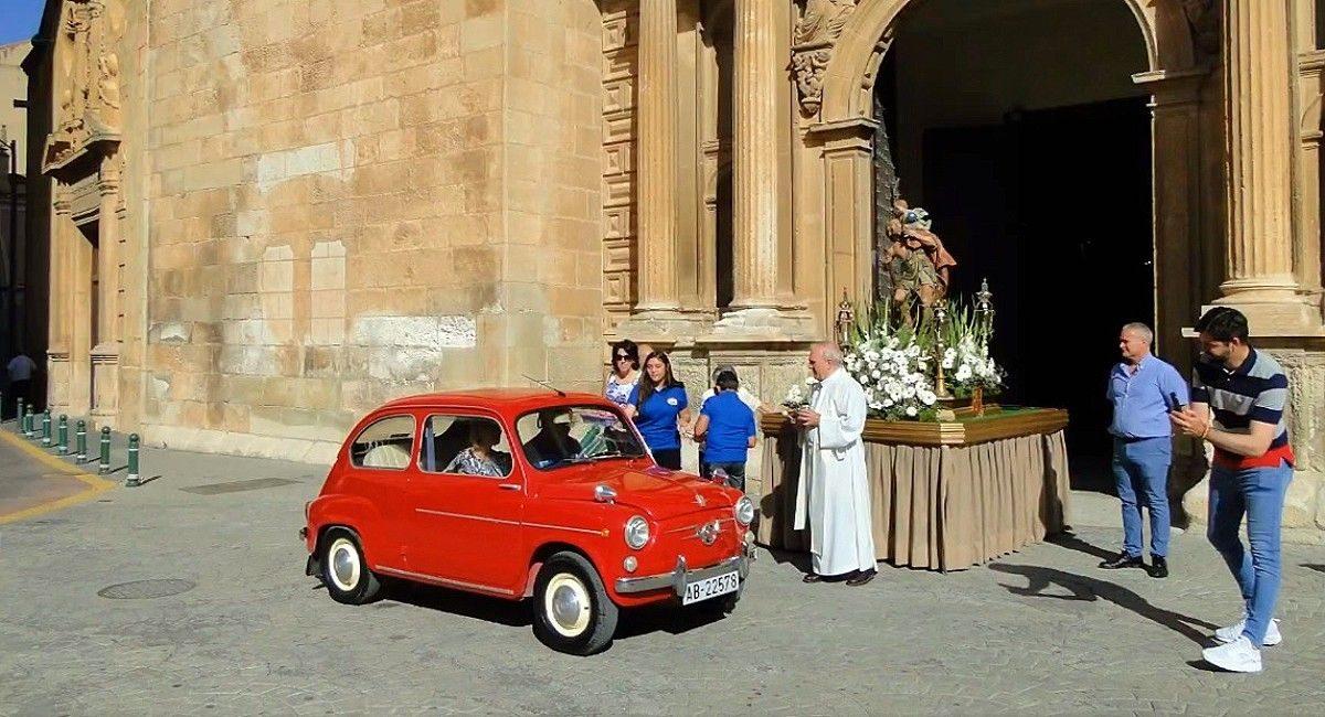 Almansa vuelve a celebrar la festividad de San Cristóbal con la tradicional bendición de vehículos